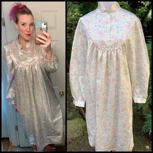 Lovely, VINTAGE, floral nightgown!!